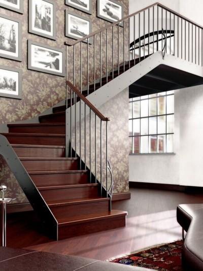 escalera madera y metal, escalera con barandilla metálica, escalera de madera