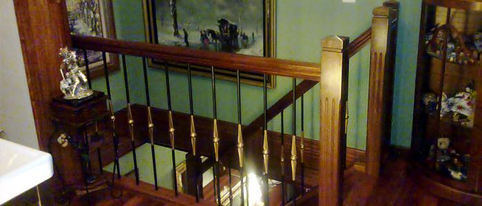 balaustrada de madera y forja, barandilla de forja y madera,