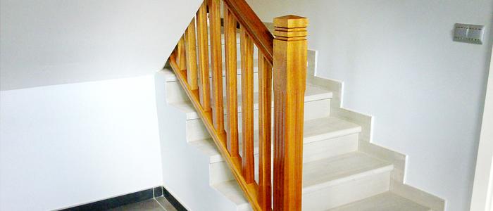 baranda de madera, balaustrada de madera,