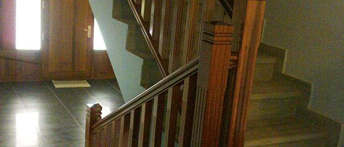 barandilla de madera para escalera de obra, baranda de madera