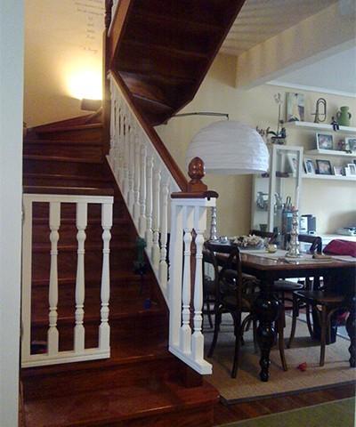 balaustrada de madera lacada, barandilla de madera, baranda de madera, balaustrada lacada