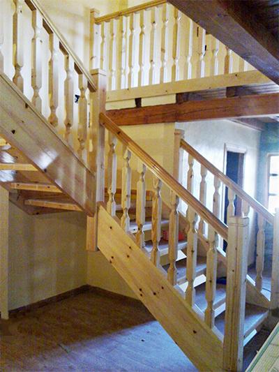 escaleras de madera de pino, escalera de madera, barandilla de pino, baranda de pino, balaustrada de pino