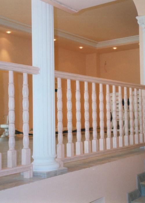 balaustrada de madera, balaustrada de madera pintada, balaustrada de castaño, balaustrada de castaño decapada,castaño