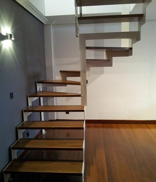Escaleras de caracol escalerasmazustegui - Escaleras de madera modernas ...